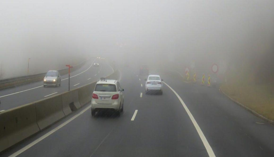 Condus cu ceata pe drum