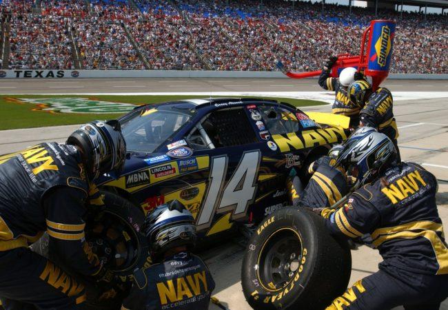 pit-crew-583027_1280